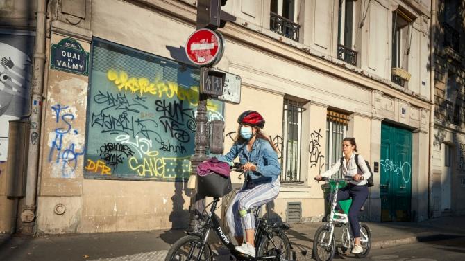 Франция постепенно ще увеличи броя на полицейските проверки, за да гарантира носенето на предпазни маски