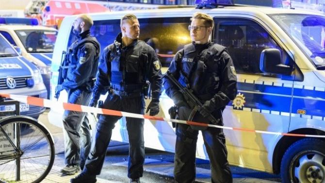 Мъж отказа да носи предпазна маска в супермаркет и рани двама полицаи в Дортмунд