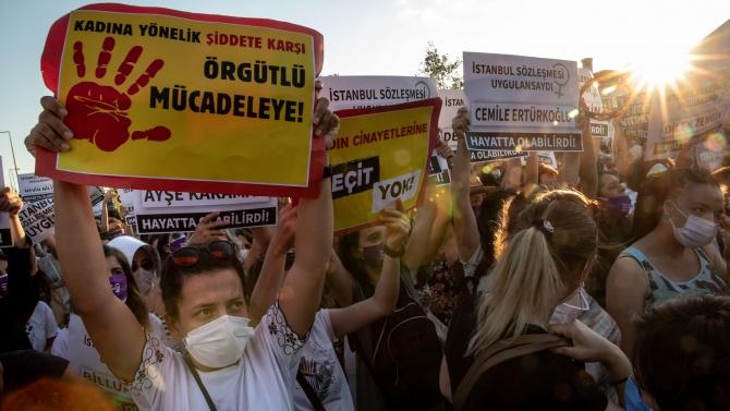 В Анкара са арестувани 25 жени, протестиращи срещу  излизането на Турция от Истанбулската конвенция