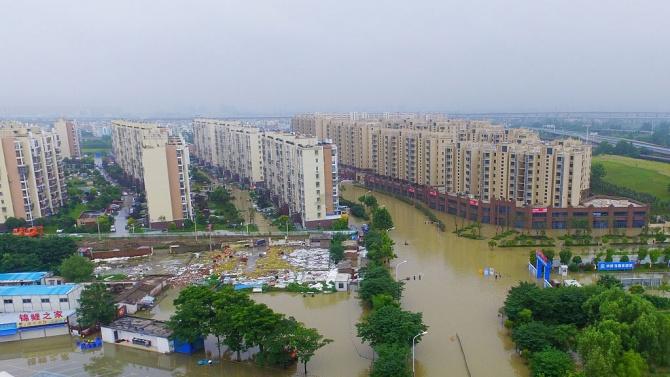 Заради летните наводнения в Китай 200 души са загинали или
