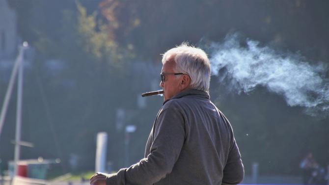 Испанският регион Галисия забрани тютюнопушенето на публични места заради опасения,