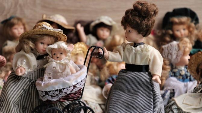 Работилници за кукли има в Радомир, съобщи общинският пресцентър. Инициативата