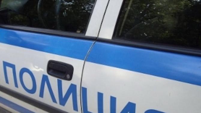 Бургазлия е задържан за унищожаване и повреждане. Полицаи от бургаското