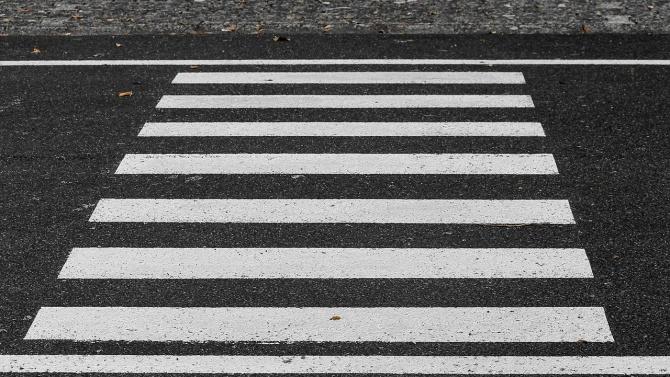 Лек автомобил блъсна пешеходец в село Тополи. Това съобщиха от
