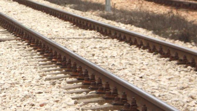 Влак е блъснал на ж.п. линията лек автомобил при плевенското