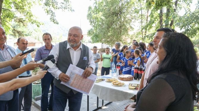 Министър Красен Кралев Красен Кралев е министър на младежта и