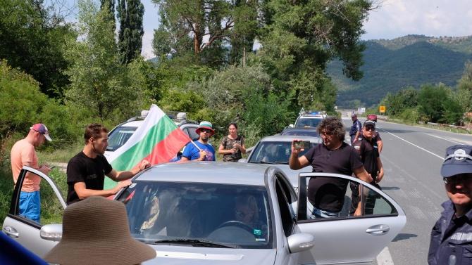 """Протестиращи в Русе блокираха движението към ГКПП """"Дунав мост"""". Недоволните"""