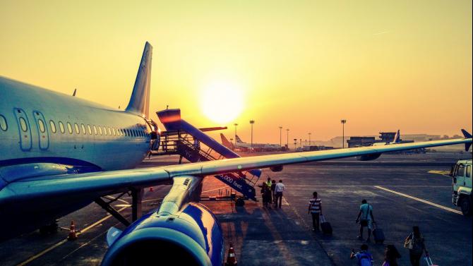 САЩ забраняват частните чартърни полети до Куба