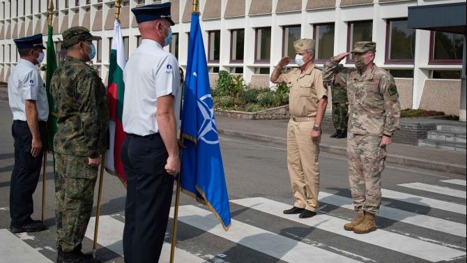 Адмирал Емил Ефтимов обсъди актуални теми с върховният главнокомандващ на Съюзните сили на НАТО  в Европа