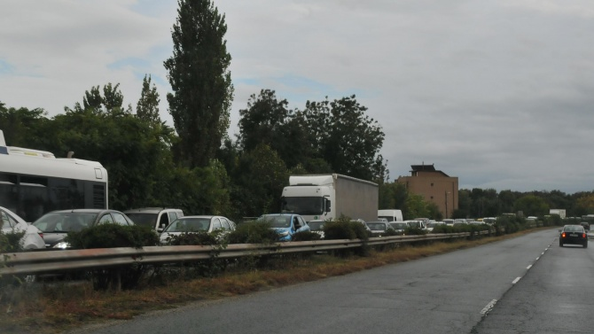 """Протестиращи блокираха """"Хаинбоаз"""", стигна се до сблъсъци при опит за блокада на пътя за """"Кулата"""""""