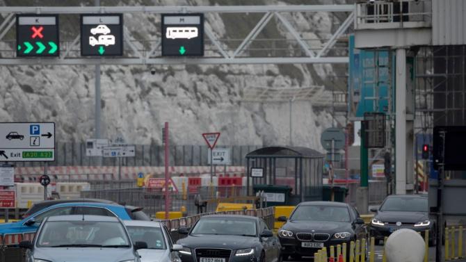 Хиляди британци се втурнаха да се прибират от Франция, за да избегнат карантина