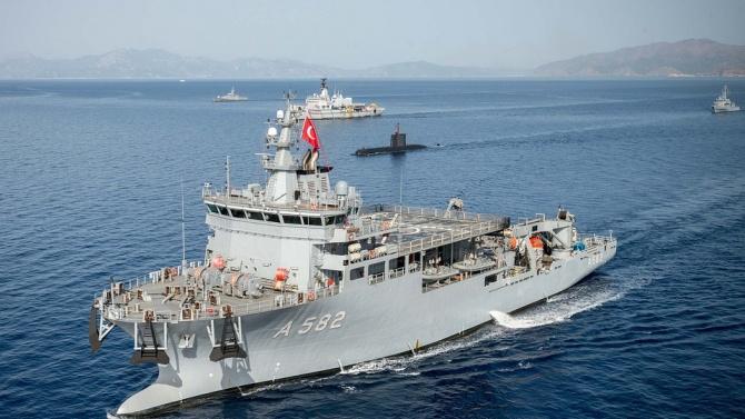 """Изтребители на турските ВВС охраняват кораба """"Оруч Реис"""" в Средиземно море"""