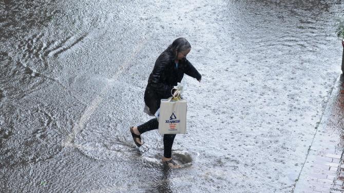 Жесток порой в Благоевград, мощна буря и градушка в Перник, дъжд и гръмотевици в София