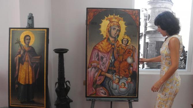 Показаха новореставрирани икони на Света Богородица и Свети Пантелеймон