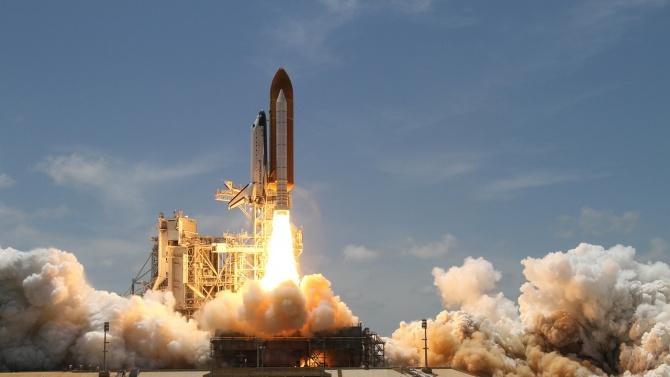 """Ракетата """"Ариана 5"""" успешно беше изстреляна от космодрума Куру с три спътника на борда"""