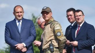 Президентът Радев проведе среща с началника на отбраната