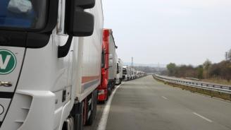 Отпада изискването за PCR тест за шофьорите на тирове, влизащи в Гърция през