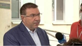 Здравният министър: Бъдете спокойни! Няма да затваряме градове и да връщаме КПП-та