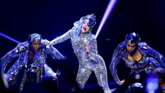 Лейди Гага с нов цвят на косата, изненада феновете си