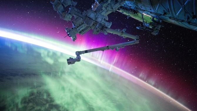 Руски космонавт показа видео с НЛО