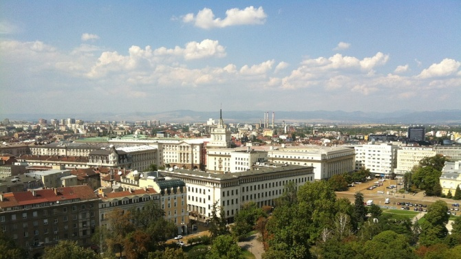 Подменят осветлението в София