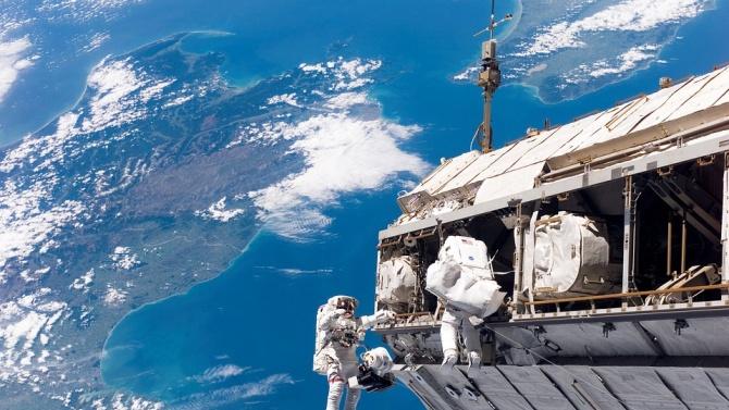 НАСА: Изтичането на въздух от МКС не е опасно за екипажа