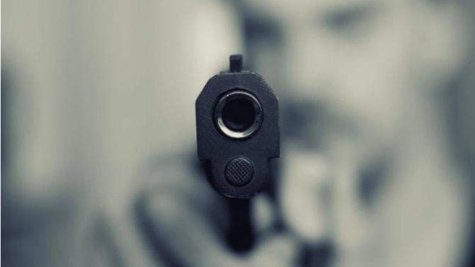Агресия на пътя - 37-годишен стреля с газов пистолет и наби друг шофьор