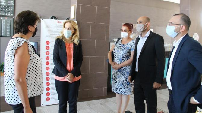 Марияна Николова провери места за настаняване в Обзор