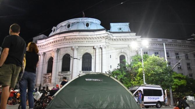 Вижте кой и как премахна палатковия лагер до Ректората в София