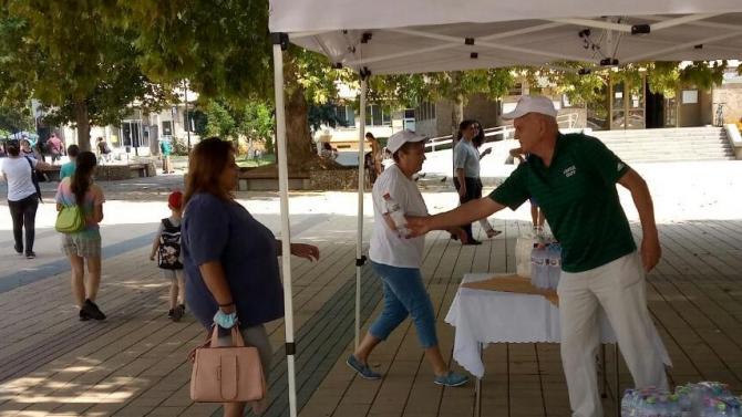 В Ловеч раздават минерална вода на гражданите