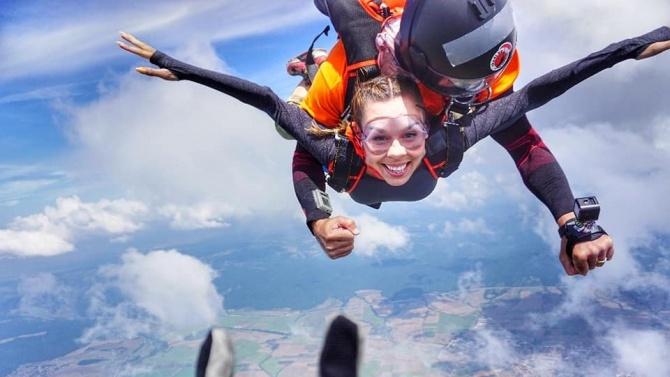 Маги Джанаварова скочи с парашут от 3500 м височина