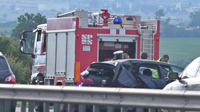 """Кола прелетя над мантинелата на АМ """"Тракия"""", ранено е дете"""