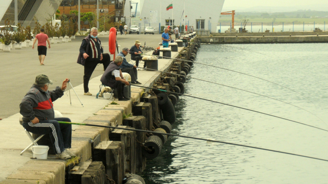 Дребномащабният риболов в Черно море се отделя от стопанския