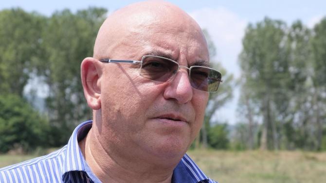 Емил Димитров проверява с прокурор сигнали за загробени пестициди в село Яворово