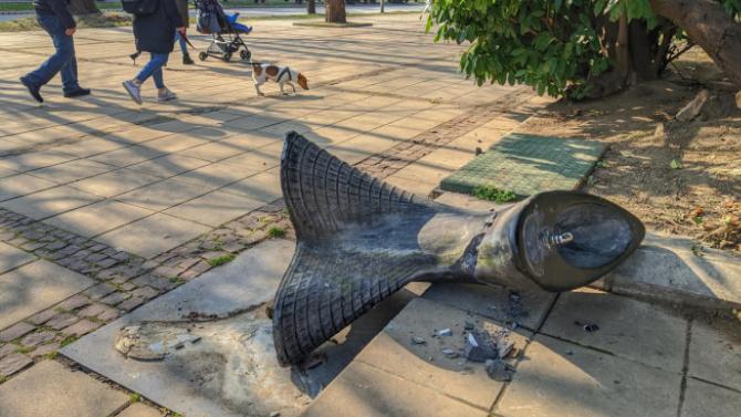 Вандали рушат паркове и детски площадки във Велико Търново