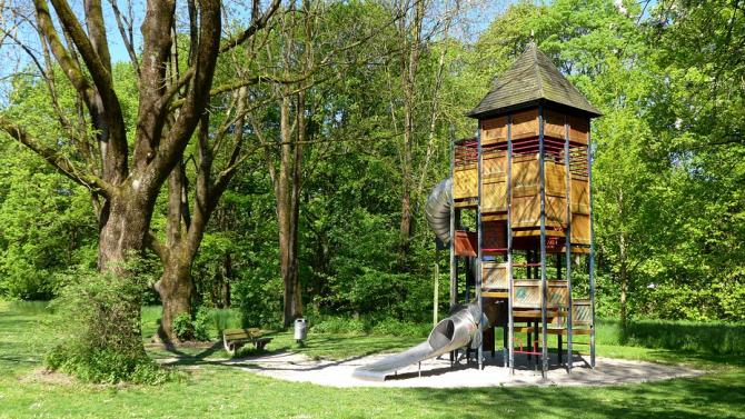 Във Видин обработиха детски площадки и тревни площи срещу бълхи
