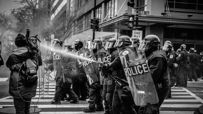 Полицията разпръсна демонстрации на екоактивисти в Стокхолм