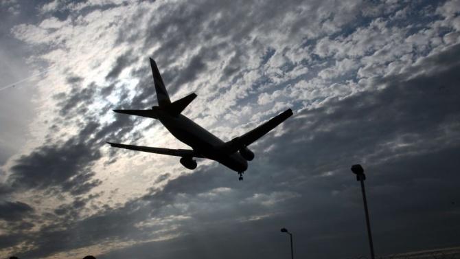 Първият пряк полет между Израел и ОАЕ пристигна в Абу Даби