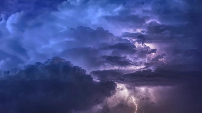Тревога за нови смъртоносни бури обявиха в редица области на Италия