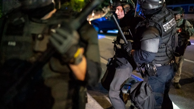 Политическо напрежение и огнестрелни оръжия: Америка е настръхнала