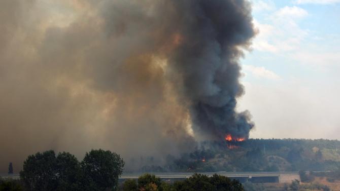 В гасенето на пожара край Свиленград участват военни