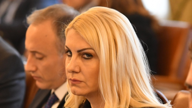 Новият правосъден министър е Десислава Ахладова