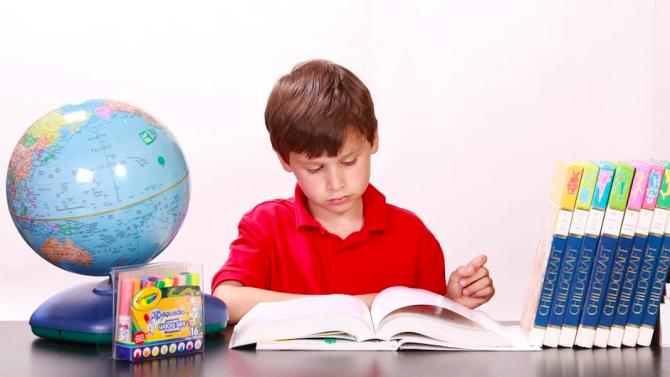 Много деца в богатите държави са застрашени от затлъстяване и нямат основни умения по математика и четене