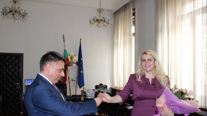 Данаил Кирилов предаде щафетата на Десислава Ахладова