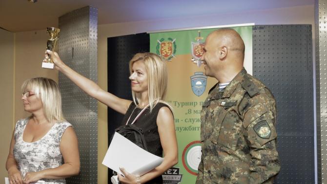 """Служителите на НСО най-добри в стрелбата на традиционния турнир за жени """"8-ми март"""""""