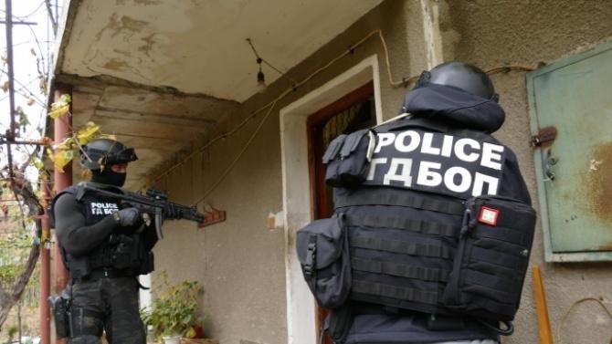 Разбиха престъпна група за производство и пласиране на наркотици в Сливенско