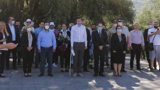 """Посланикът ни в Скопие откри паметник на българите, загинали при потъването на кораба """"Илинден"""""""