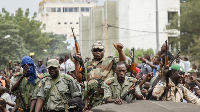 Сваленият от власт президент на Мали е заминал за лечение за Абу Даби