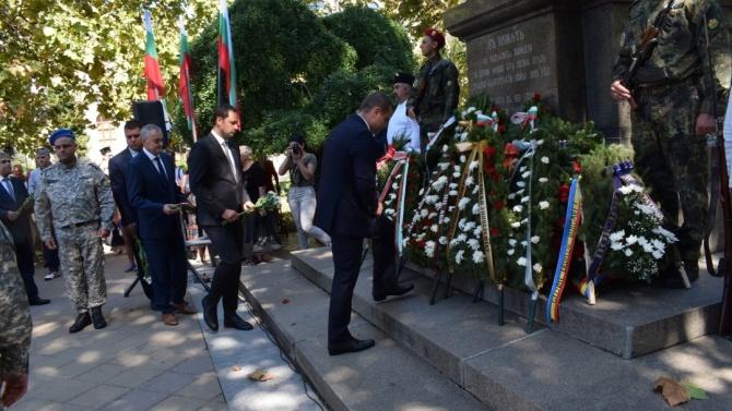 С полагане на венци и цветя бе отбелязан Денят на Съединението в Русе