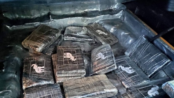 Мъж и жена са задържани с 18 кг кокаин
